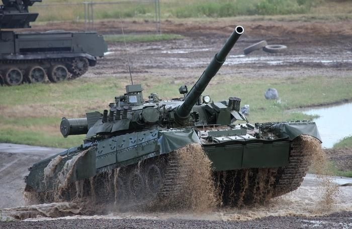 T-80U_main_battle_tank.jpg